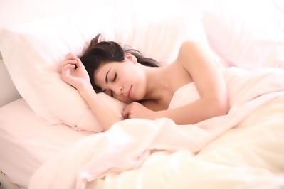Pielęgnacja cery na noc – 5 zasad wypoczętej skóry