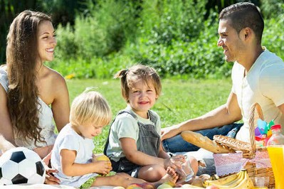 Letnie dolegliwości pokarmowe u dzieci i jak im skutecznie zaradzić