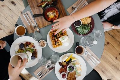 Czego nie jeść w czasie upałów? Lista zakazanych produktów