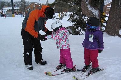 Nauka jazdy na nartach – jak i kiedy zacząć uczyć dziecko?