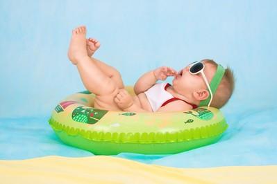 Gdzie na wakacje z niemowlakiem: poznaj najlepsze kierunki na pierwsze wczasy z dzieckiem