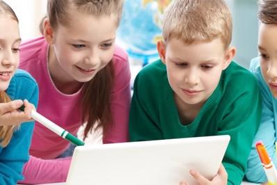 Dzieci w sieci – na co zwracać uwagę? WYWIAD