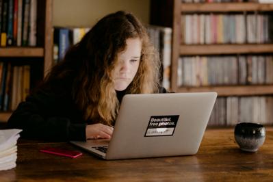 Rodzice nie dają rady nauczać w domu! Bunt na grupach FB