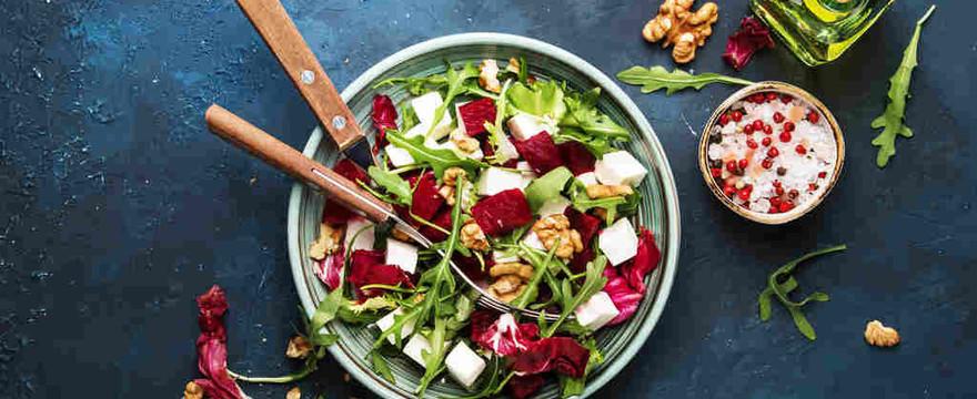 Wiosna na talerzu: zdrowe i smaczne pomysły na sałatki