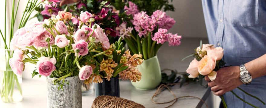Przesyłki kwiatowe na Walentynki – co wybrać?