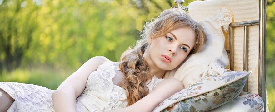 Bezsenność w czasie upałów: 8 domowych sposobów na dobry sen