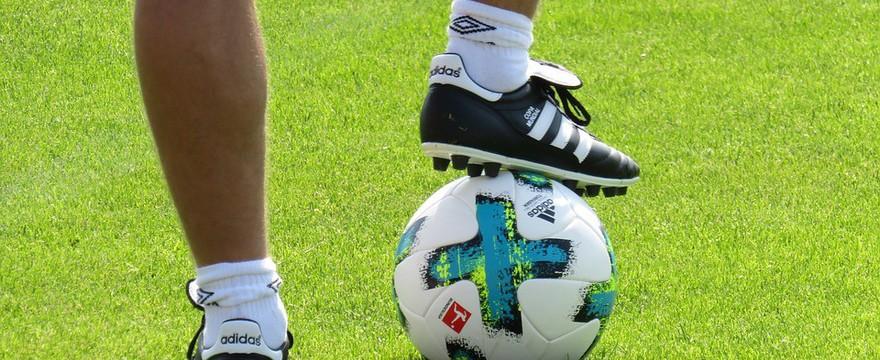 Buty piłkarskie-czym sugerować się przy wyborze?
