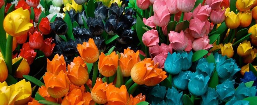 Gotowe bukiety ze sztucznych kwiatów – jako wystrój wnętrza i nie tylko