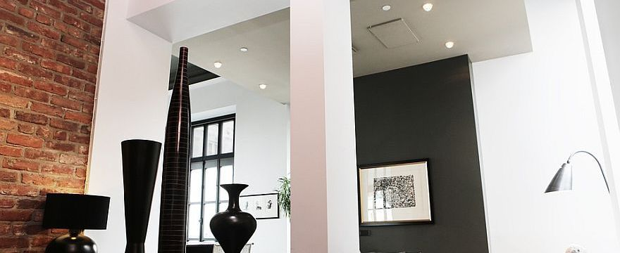 Jakie elementy stylu loftowego warto wykorzystać przy aranżacji mieszkania?