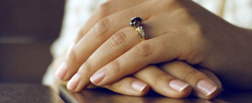 Jak wzmocnić paznokcie po hybrydzie?