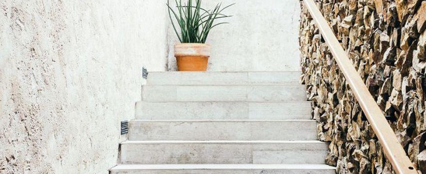 Betonowe schody: jak i czym je malować