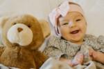 Prezent na pierwsze odwiedziny: 10 pomysłów na prezent dla mamy i dziecka